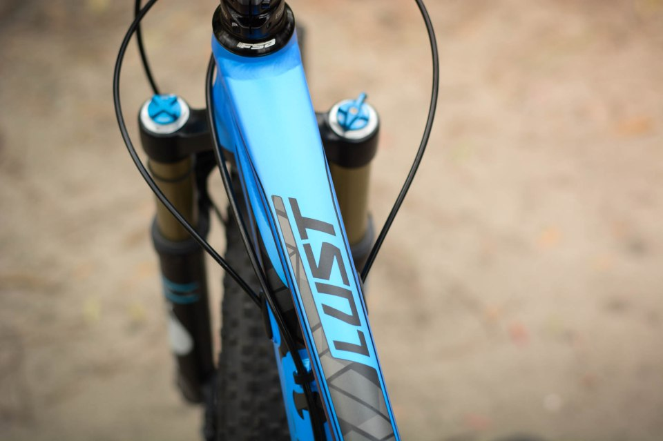 Giant Women's Lust 27.5 2: Proven spec, agile ride feel, medium size wheels.