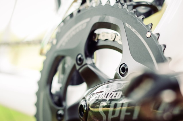 The Amira Pro runs 52/36 front chain rings.